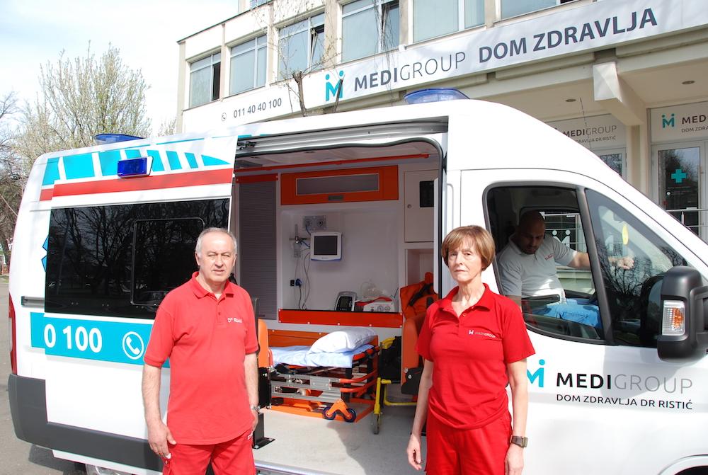 Transport sanitetskim vozilom obavljamo i do aerodroma do Doma zdravlja dr.Ristić, uz pratnju medicinskog osoblja