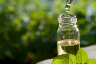 Homeopatski lekovi su prirodnog porekla, najčeće biljnog, životinjskog, mineralnog, itd.